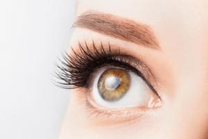 Få det bedste look til sommeren med eyelash extensions